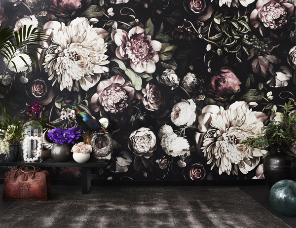 Explosive flowers, in moody hues inspired by Dutch master painters, is the artistry of Ellie Cashman, who is based in the Netherlands.
